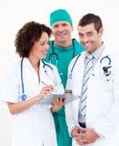 доктора собирают совместно работать Стоковые Изображения