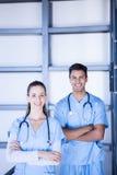 Доктора стоя вместе с пересеченными оружиями Стоковая Фотография RF