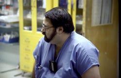 Доктор больницы принимая перерыв на больницу в Cheverly, Мэриленде стоковая фотография rf