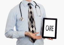 Доктор держа таблетку - заботу Стоковое Изображение RF
