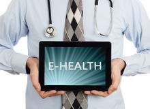 Доктор держа таблетку - E-здоровье Стоковое Фото