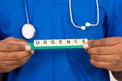 Доктор или аспирант держа доску с непредвиденной регистрацией стоковое фото rf