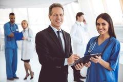 Доктор и бизнесмен стоковые изображения rf