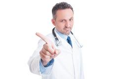 Доктор или сотрудник военно-медицинской службы говоря нет и делая выжимк показывать Стоковое Изображение RF