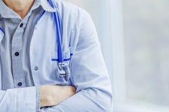 Доктор работая на больнице стоковое фото