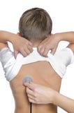 доктор ребенка рассматривает Стоковое Фото