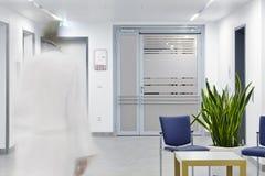 Доктор станции входной двери больницы Стоковое фото RF