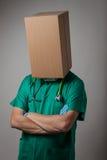 Доктор с головой картонной коробки Стоковое Изображение