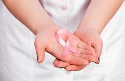 Доктор с розовой лентой Стоковое фото RF