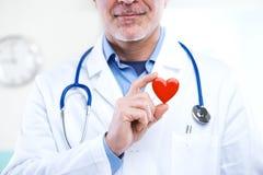 Доктор с сердцем стоковая фотография
