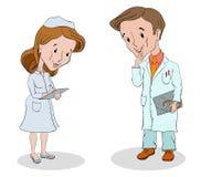 Доктор с стетоскопом и медсестрой пишет его инструкции стоковое фото rf