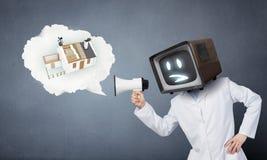 Доктор с ТВ вместо головы Мультимедиа стоковая фотография rf