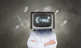 Доктор с ТВ вместо головы Мультимедиа стоковое изображение