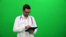 Доктор Presenting С Цифров Экран Левая сторона акции видеоматериалы