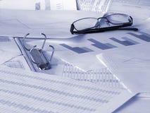 документирует финансовохозяйственные стекла стоковое фото