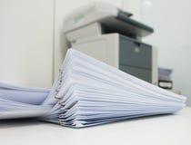 Документ печати на офисе Стоковое Фото