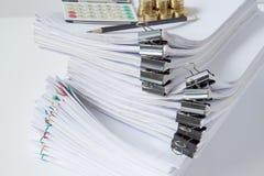Документ с черным местом зажима overlay обработка документов с красочным paperclip Стоковое Фото