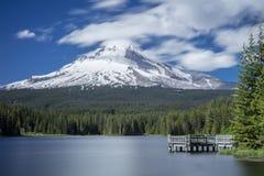 Док в озере Trillium, Орегоне Стоковые Изображения