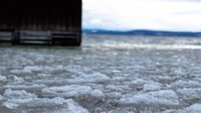 Док на замороженном озере стоковое изображение rf