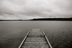 Док, озеро Laurie, парк горы утки захолустный, Манитоба, Канада Стоковые Изображения RF