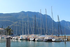 Док парусников на озере Riva, Италии Стоковое фото RF