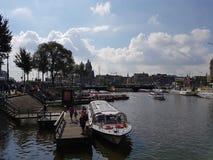 Док реки Amstel на Амстердаме, Нидерланд стоковые фото