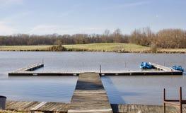 Док рыбной ловли на озере стоковая фотография
