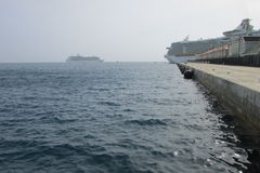 Док туристических суден RCCL на порте Фолмута стоковая фотография