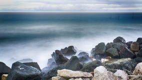 Долгая выдержка моря и утесов Стоковые Изображения