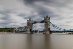 Долгая выдержка моста башни Стоковые Фото