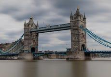 Долгая выдержка моста башни Стоковые Фотографии RF
