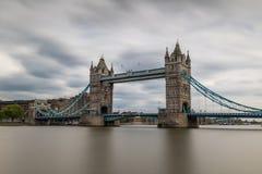 Долгая выдержка моста башни Стоковые Изображения