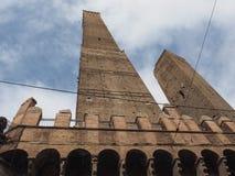 Должное torri (2 башни) в болонья Стоковое фото RF
