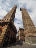 Должное torri (2 башни) в болонья Стоковые Фотографии RF