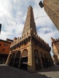 Должное torri (2 башни) в болонья Стоковые Изображения