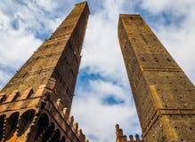 Должное torri (2 башни) в болонья (hdr) Стоковые Изображения RF