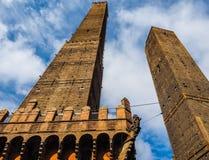 Должное torri (2 башни) в болонья (hdr) Стоковые Изображения