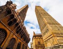 Должное torri (2 башни) в болонья (hdr) Стоковая Фотография