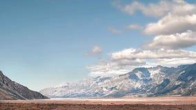 Долина и горы стоковое фото rf