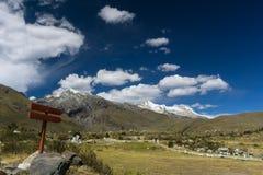 Долина и саммиты горы в Андах в Перу Стоковое фото RF
