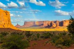 Долина памятника и радуга Стоковые Изображения RF