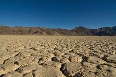 Долина смерти mudcraks беговой дорожки Стоковое фото RF