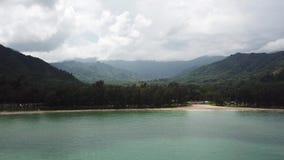 Долина Kahana на острове Оаху в трутне Гаваи сток-видео