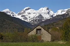 долина pyrenees коттеджа aisa Стоковое фото RF