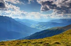 Долина Val Pusteria Pustertal в sunlit после полудня Италии лета стоковые изображения