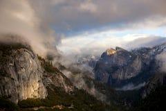 долина yosemite шторма облаков Стоковая Фотография RF