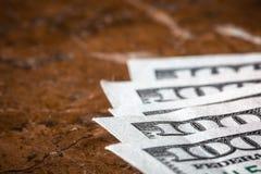 Долларовые банкноты американца 100 денег макроса с космосом стоковые изображения