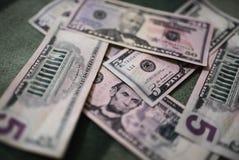 Долларовые банкноты, предпосылка денег Денег доллары конца комплекта вверх Стоковые Изображения RF