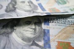 100 долларовых банкнот закрывают вверх по высококачественному Стоковые Фото