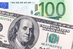 100 долларовых банкнот к 100 счетов евро Стоковая Фотография